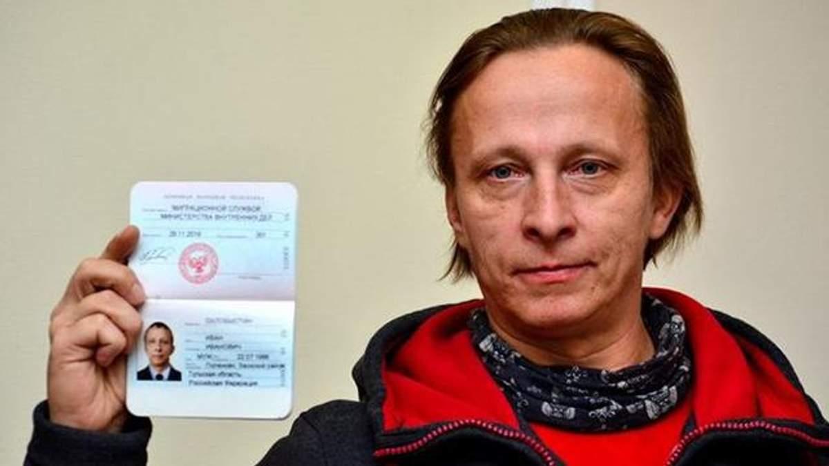 """Фотофакт: скандальний Охлобистін отримав паспорт """"ДНР"""""""