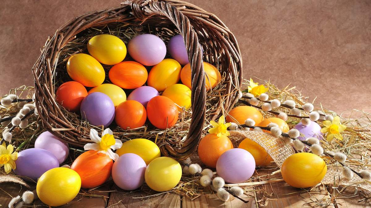 Как покрасить пасхальные яйца: 9 идей для окрашивания натуральными красителями