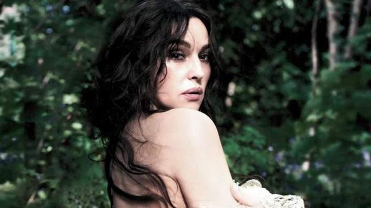 Моника Белуччи снялась полуобнаженной в привлекательной фотосессии