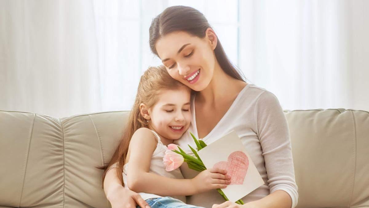 Подарунки на День Матері 2020 – що подарувати мамі в День матері