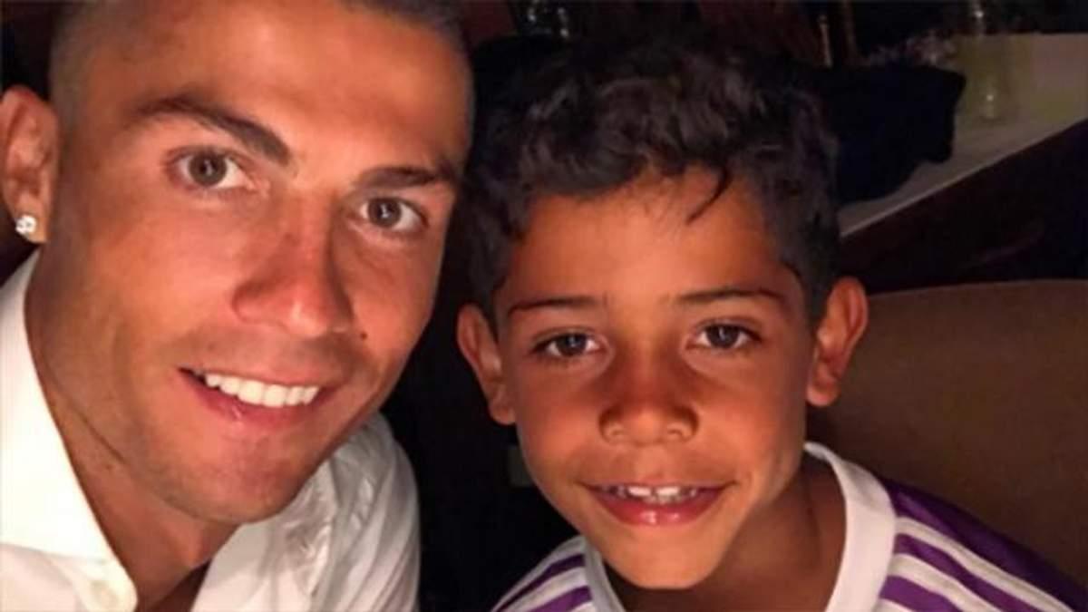 Кріштіану Роналду з дітьми: фото з двійнятами і старшим сином