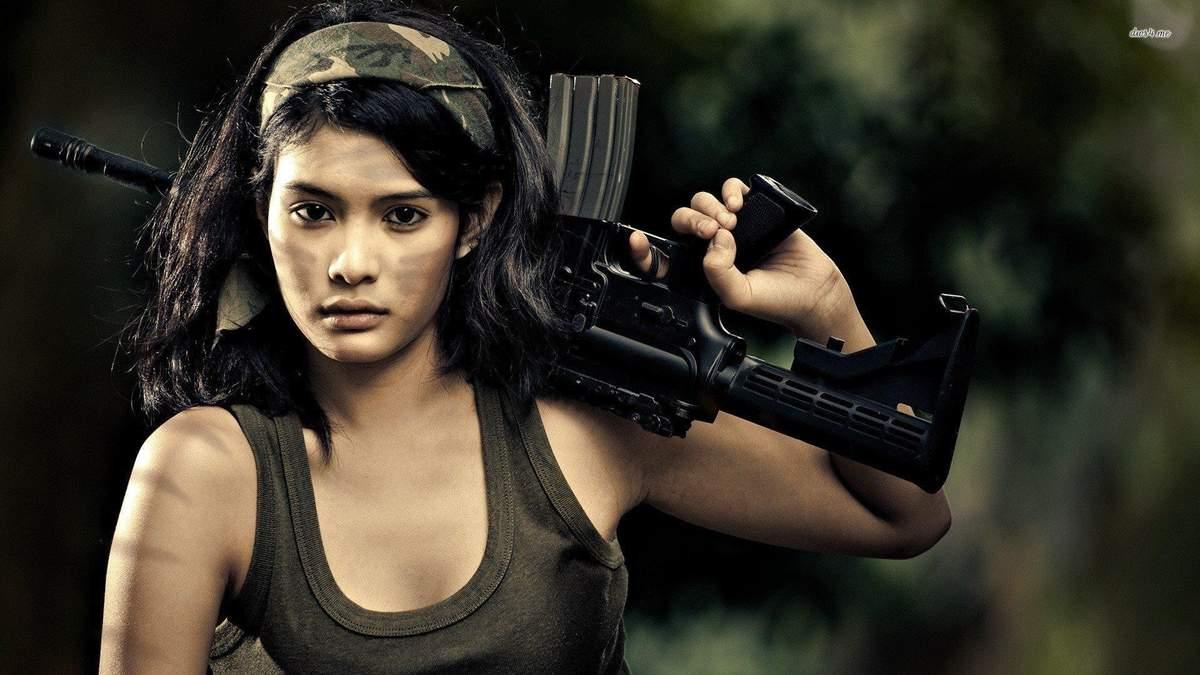 В сети обсуждают фото сексуальной девушки-солдата из Израиля
