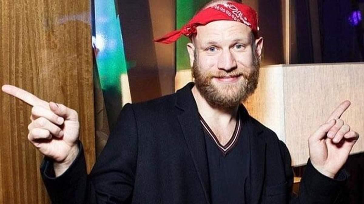 """Дорн знову відзначився: співак у Маріуполі зачитав вірша про """"лукавих патріотів"""""""