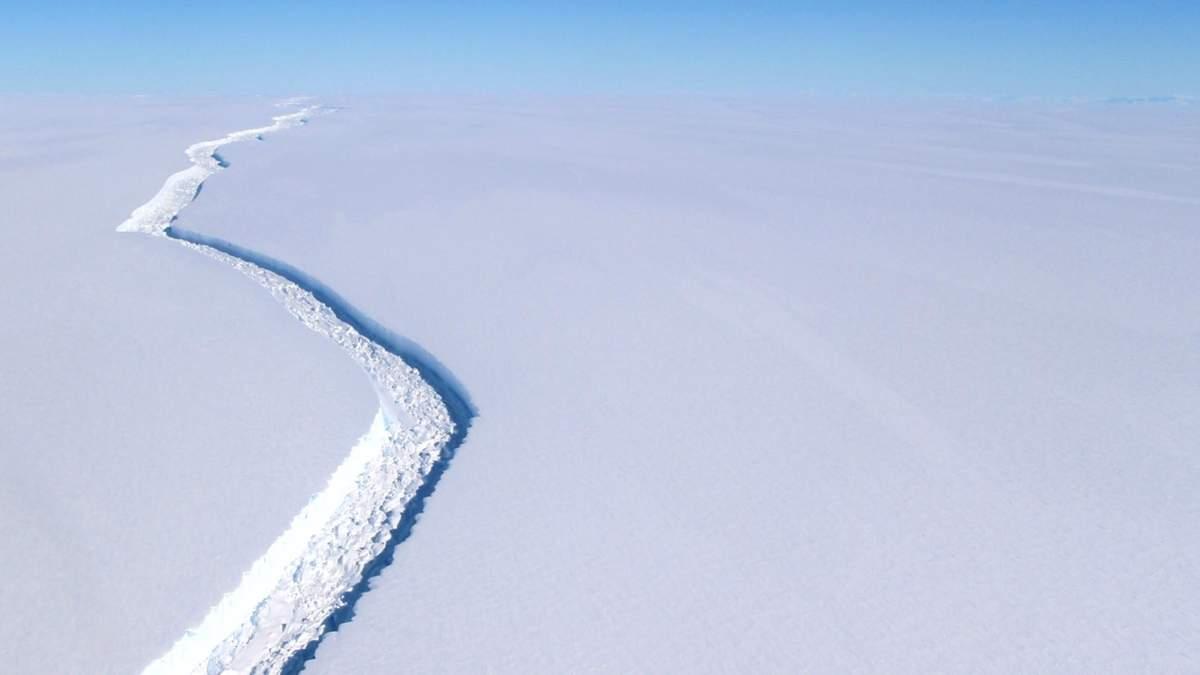 От Антарктиды откололся айсберг размером с четыре Лондона