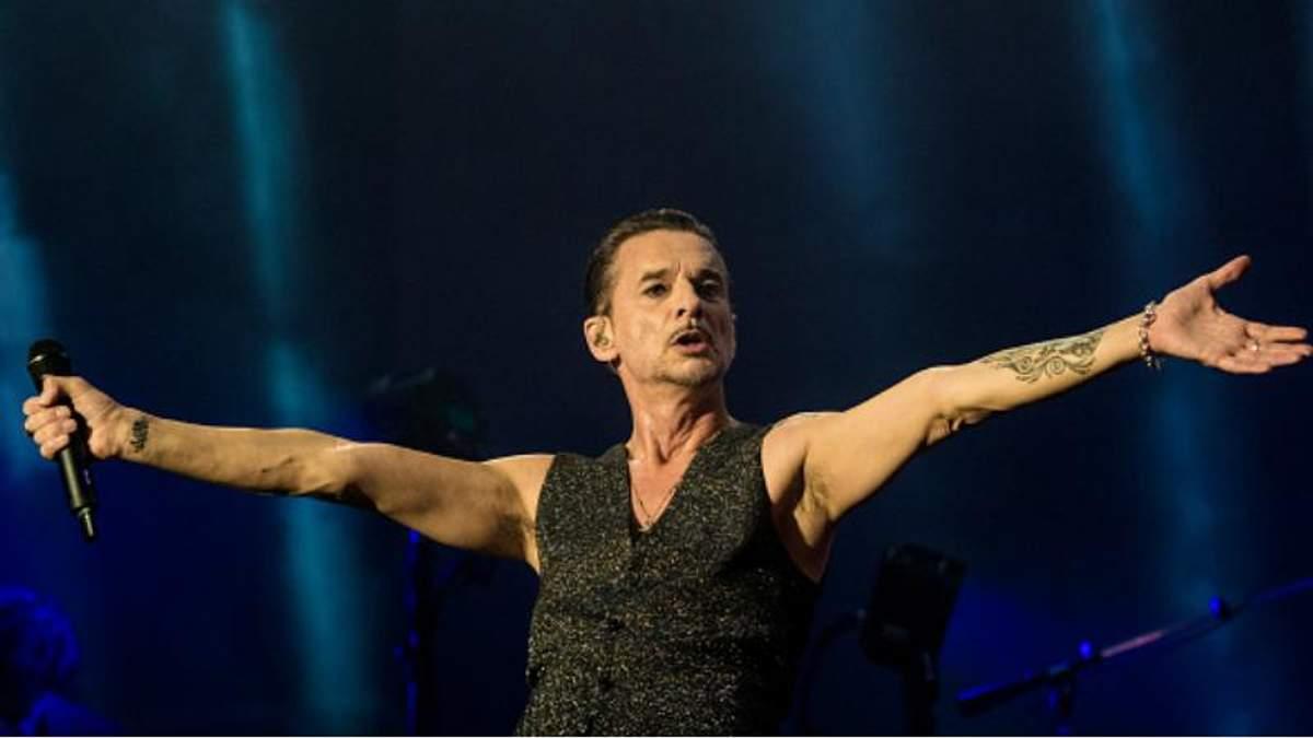 Фронтмена Depeche Mode виписали з лікарні у Мінську