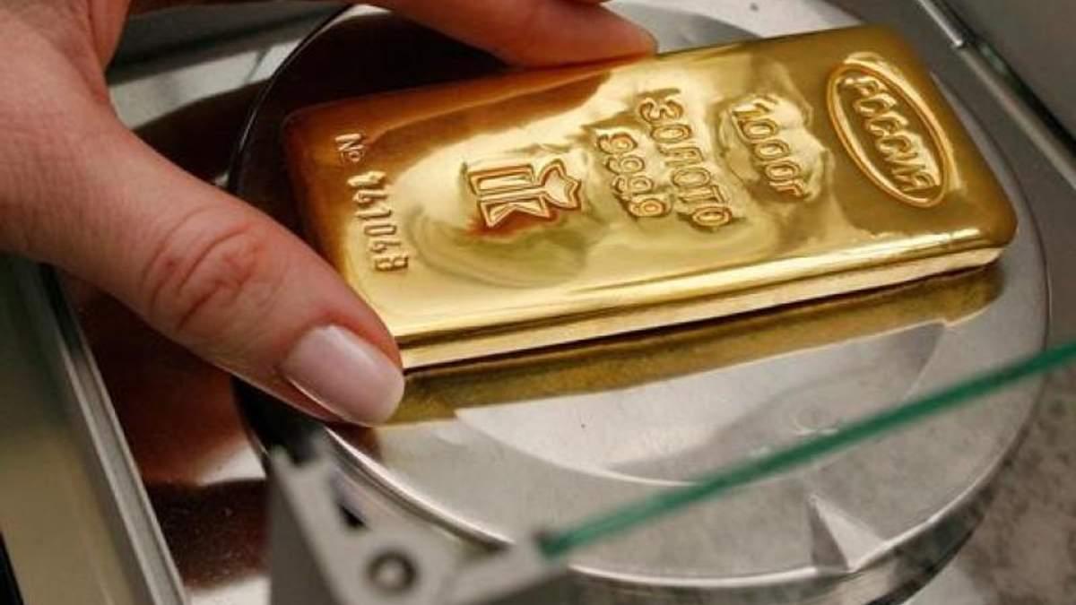 Чоловік забув кілограм золота під деревом і йому повернули скарб