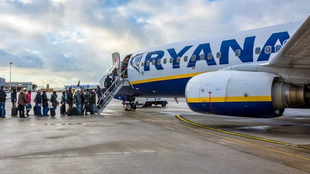 Лоукостер Ryanair меняет правила перевозки ручной клади