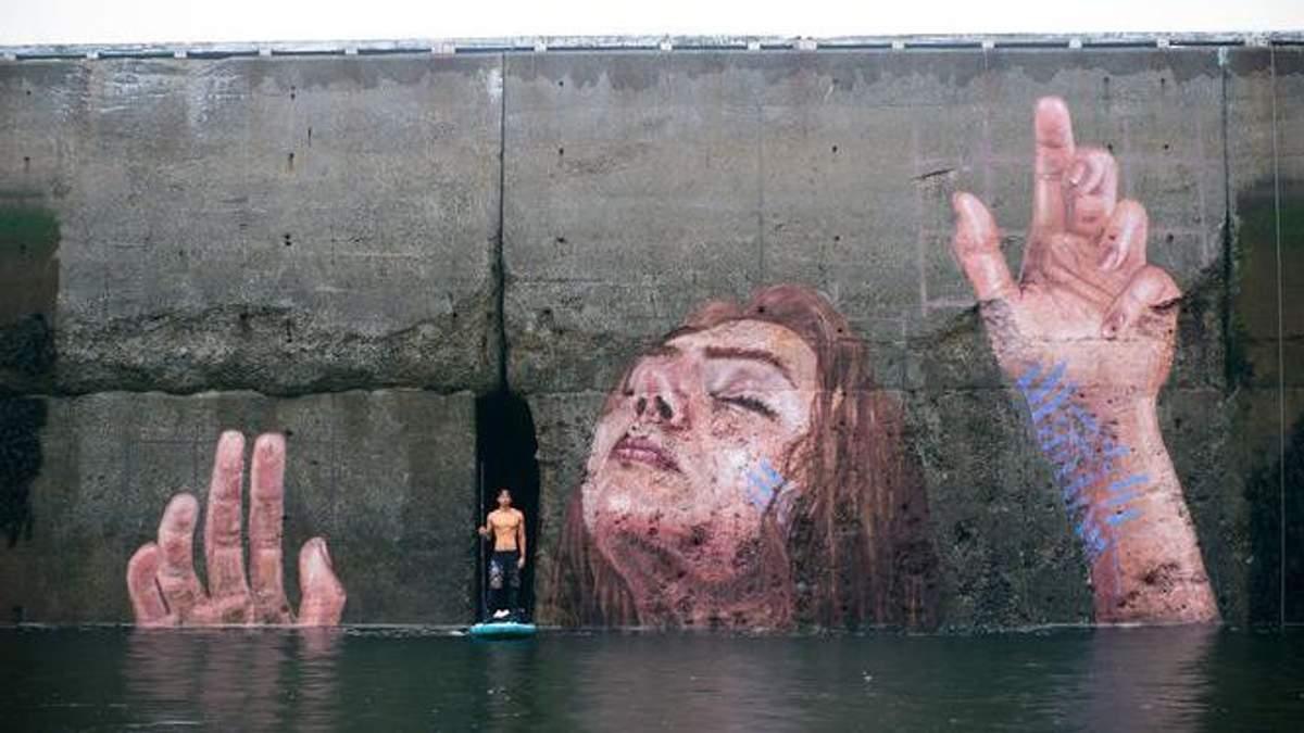 Канадец создал красноречивое граффити, которое показывает высоту приливов