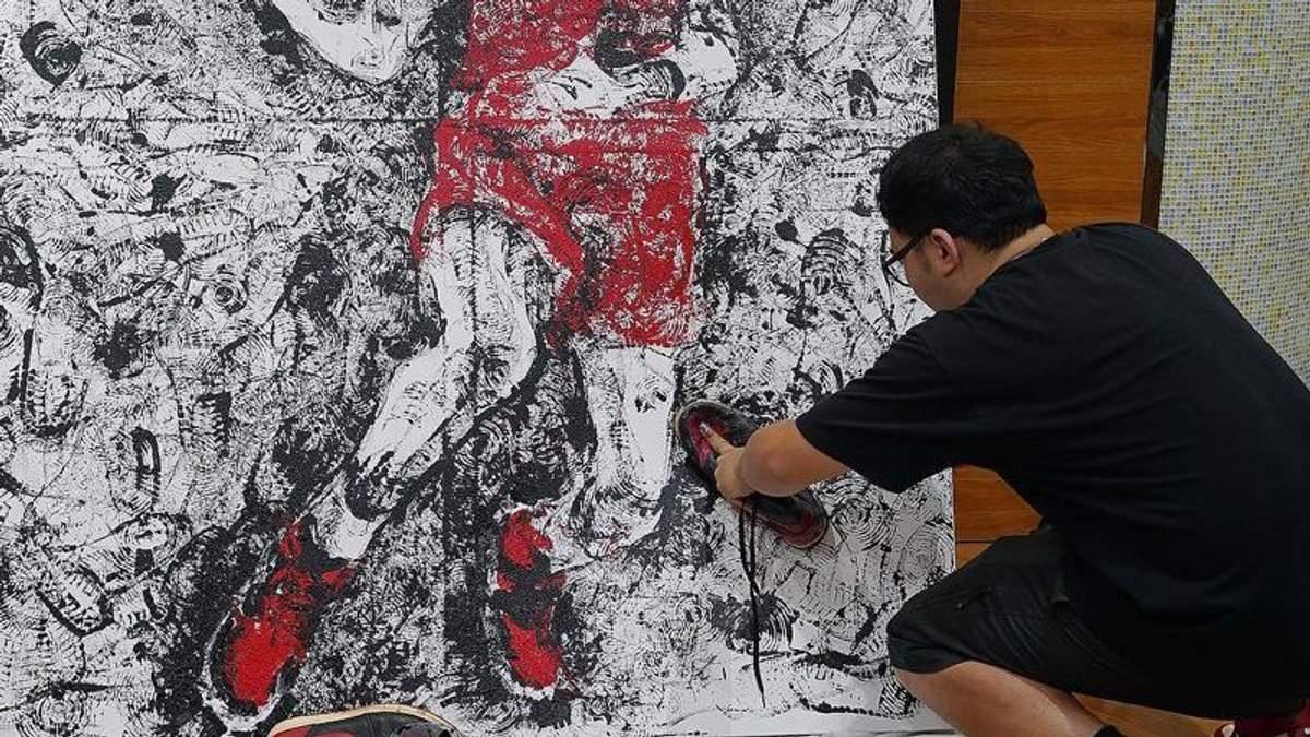Художник намалював знаменитого спортсмена своїми кросівками