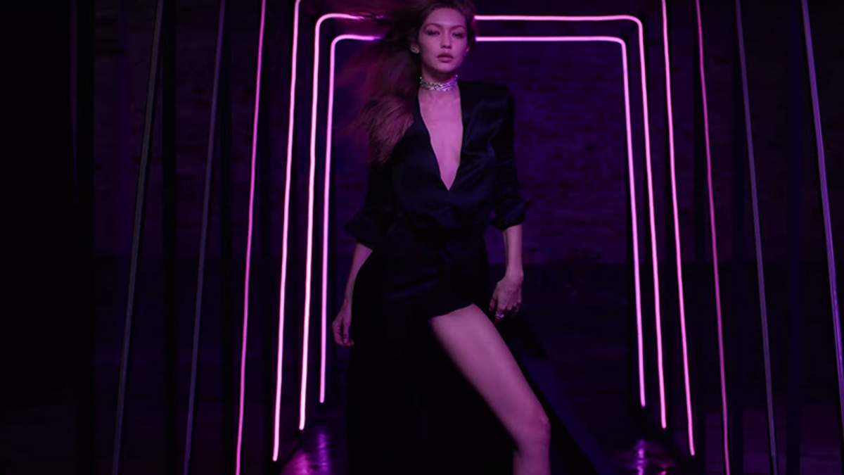 Джіджі Хадід створила колекцію ювелірних прикрас та знялась в спокусливій рекламі: відео