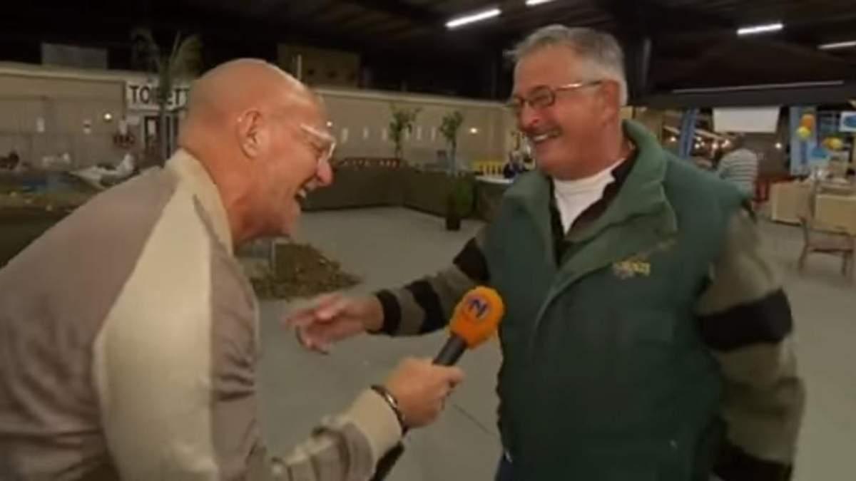 """Фермер став зіркою мережі через свій """"курячий"""" сміх: дуже кумедне відео"""