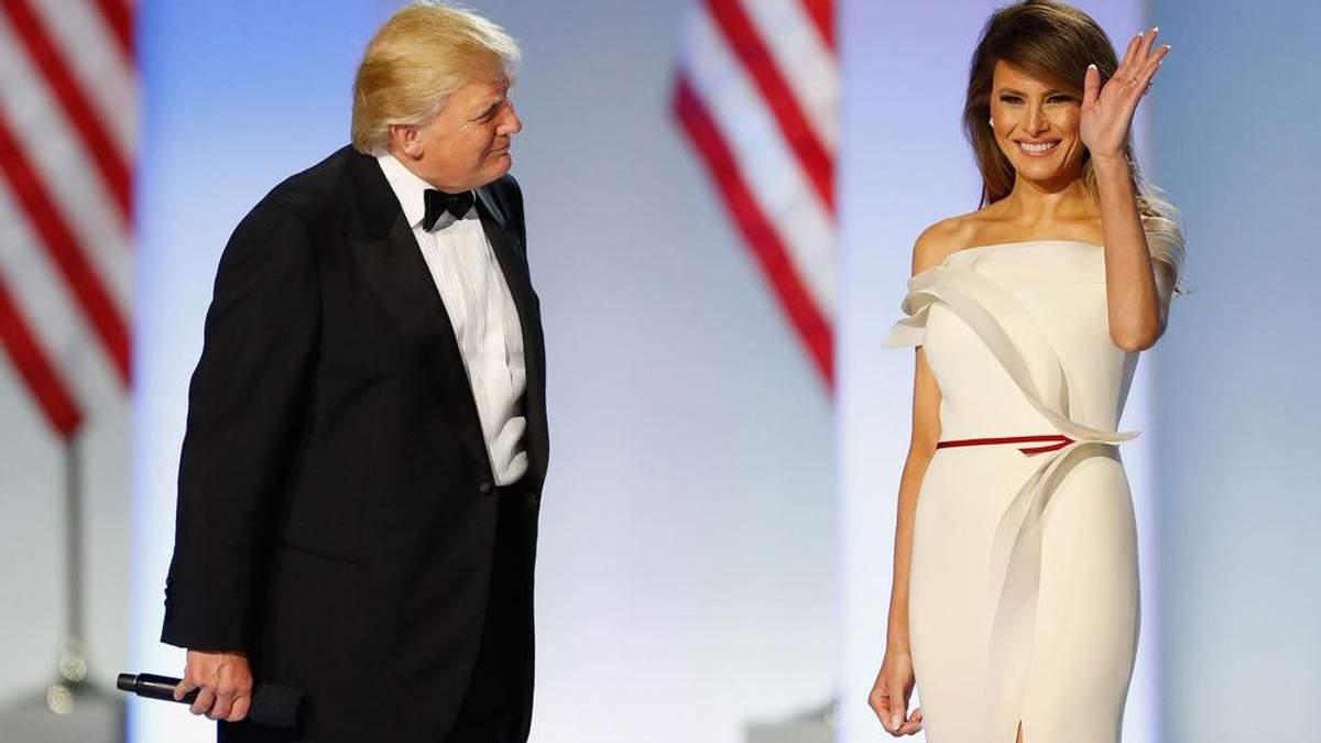 """Мелания Трамп подарила американскому музею свое роскошное """"инаугурационное"""" платье"""