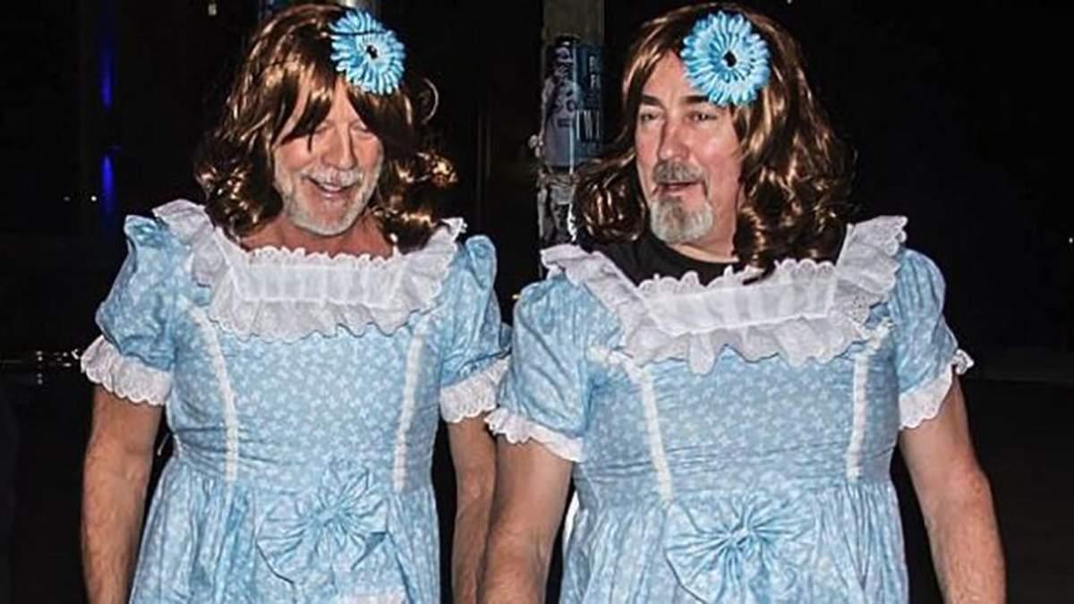 """Бородаті близнючки: Брюс Вілліс та асистент приміряли костюми дівчаток із """"Сяйва"""""""