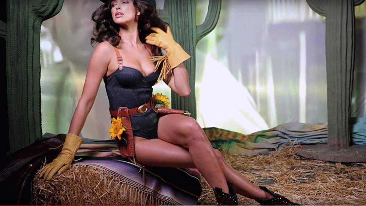 Ірина Шейк знялася у відвертому образі для Love Magazine: відео