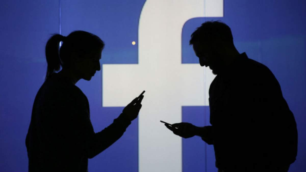 Facebook як сигарети: уряд має втрутитись у роботу соцмереж, – Бениофф