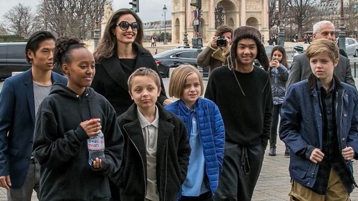 Анджеліна Джолі з дітьми в Парижі