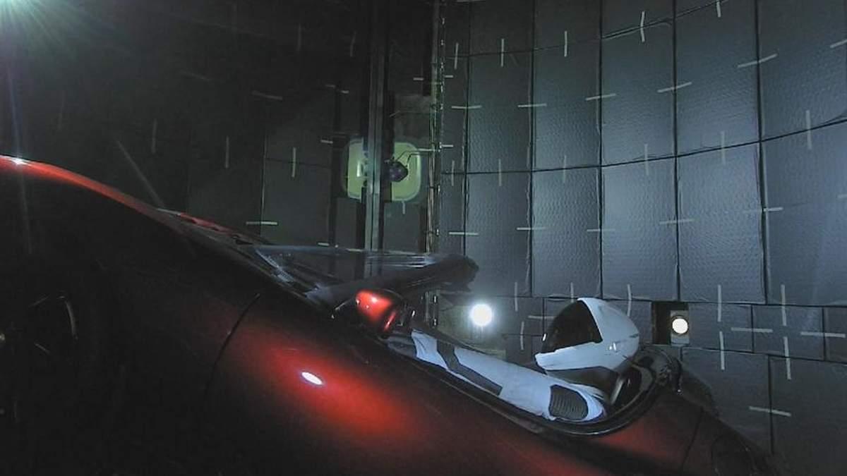 Илон Маск запусти Tesla в космос: какая судьба ждет электрокар