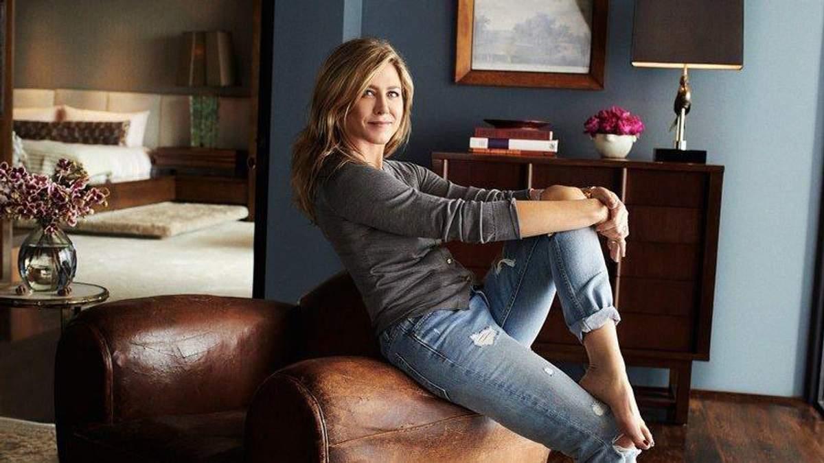 Затишок і гармонія: Дженніфер Еністон показала свій розкішний маєток у новому фотосеті