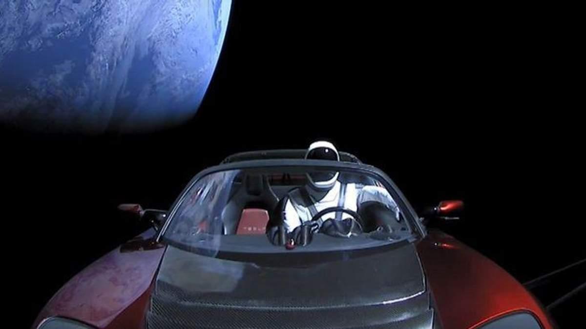 Маск заховав на Tesla Roadster секретний вантаж: відомі деталі