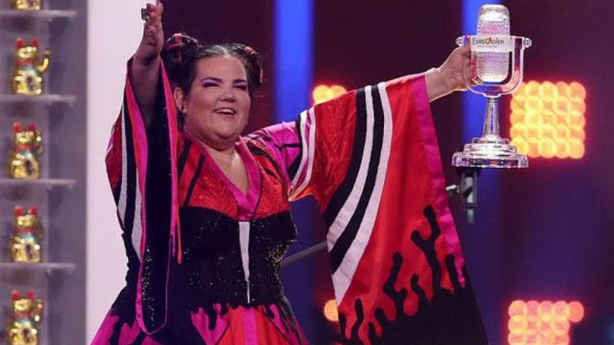 Победительнице Евровидения 2018 Нетти вручили новый хрустальный микрофон: известна причина