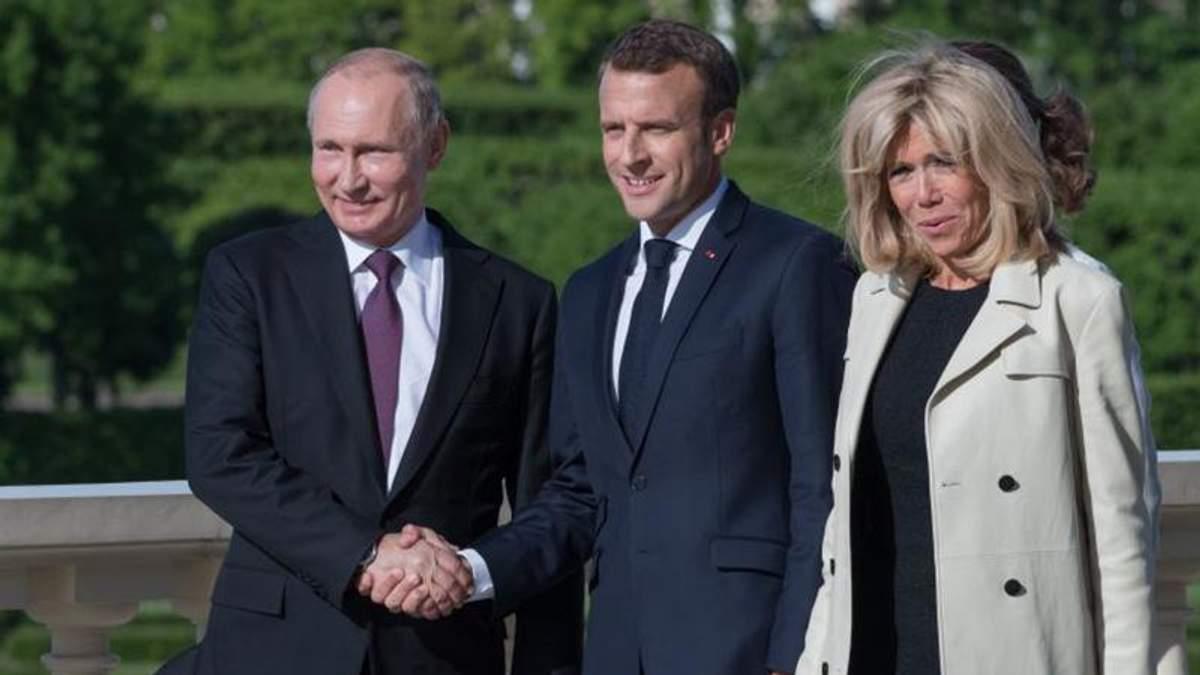 Бриджит Макрон выбрала очаровательный образ для встречи с Владимиром Путиным: фото