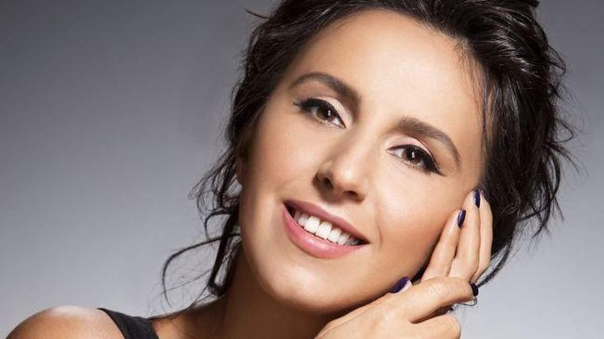 Догляд за собою від Джамали: якою косметикою користувалась співачка під час вагітності: фото