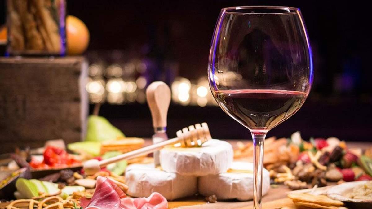 З чим пити вино: ТОП-6 смачних закусок до вина