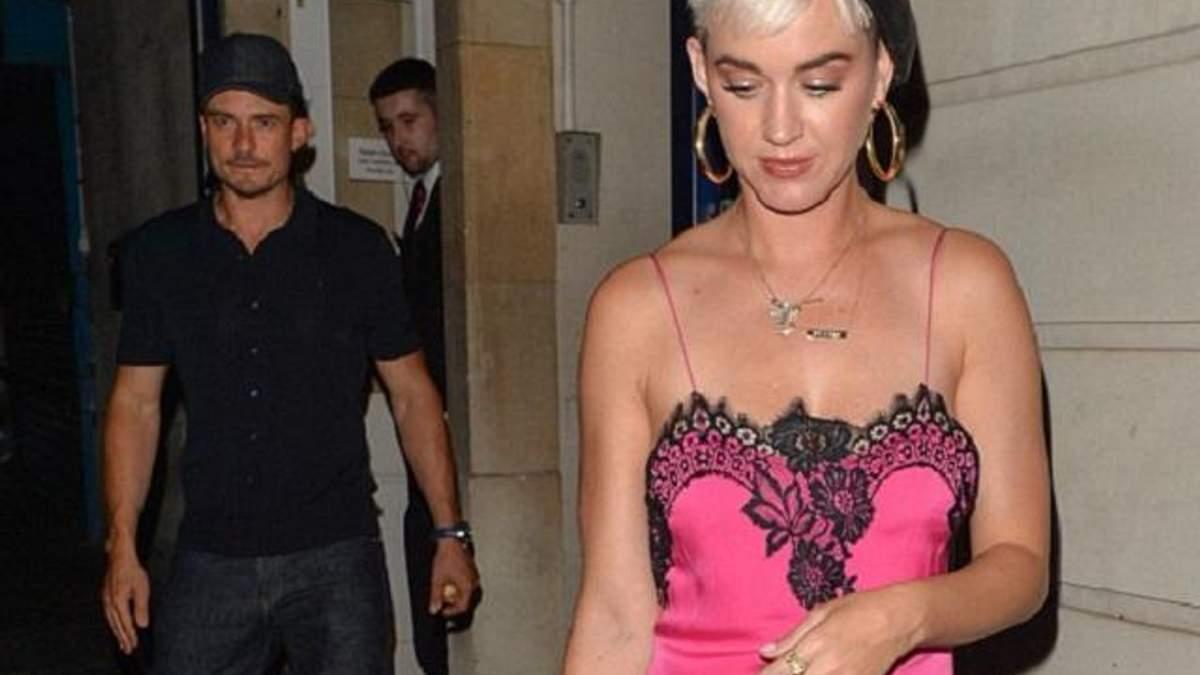 Зваблива Кеті Перрі вразила яскравим образом на побаченні з Блумом: фото