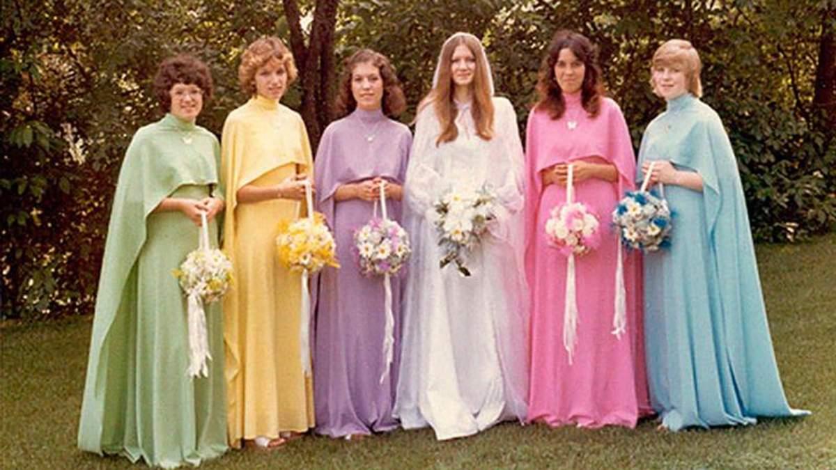 Екстравагантні сукні подруг наречених