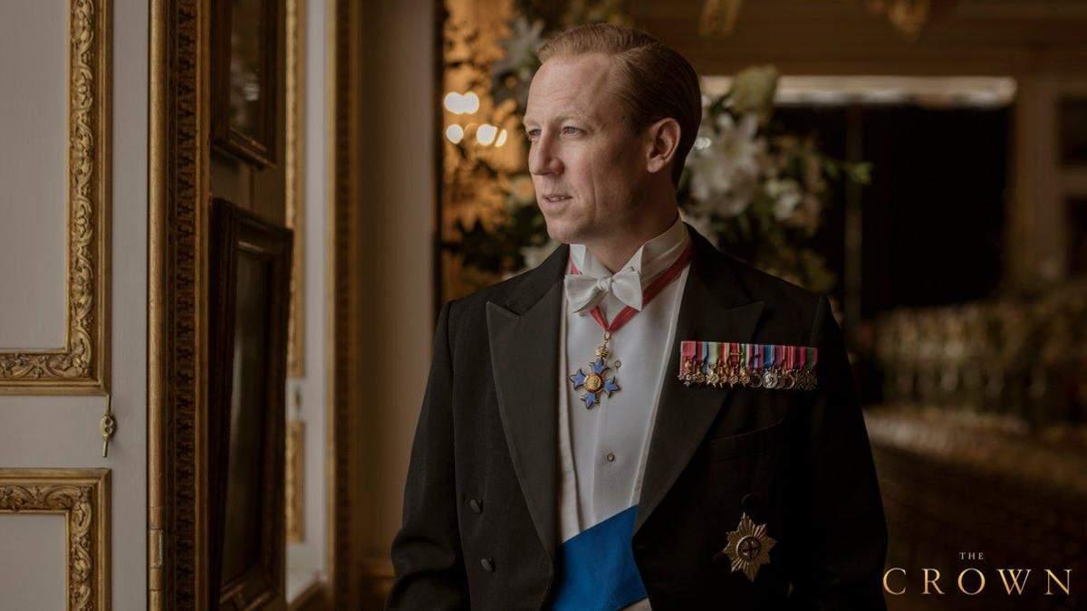 """Тобайас Мензіс в ролі принца Філліпа у серіалі """"Корона"""""""