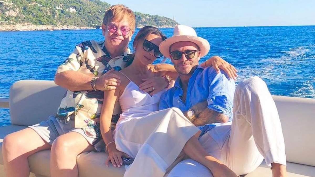 Элтон Джон с Викторией и Дэвидом Бэкхемами