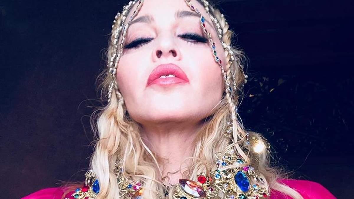 Мадонна показала фигуру в белье