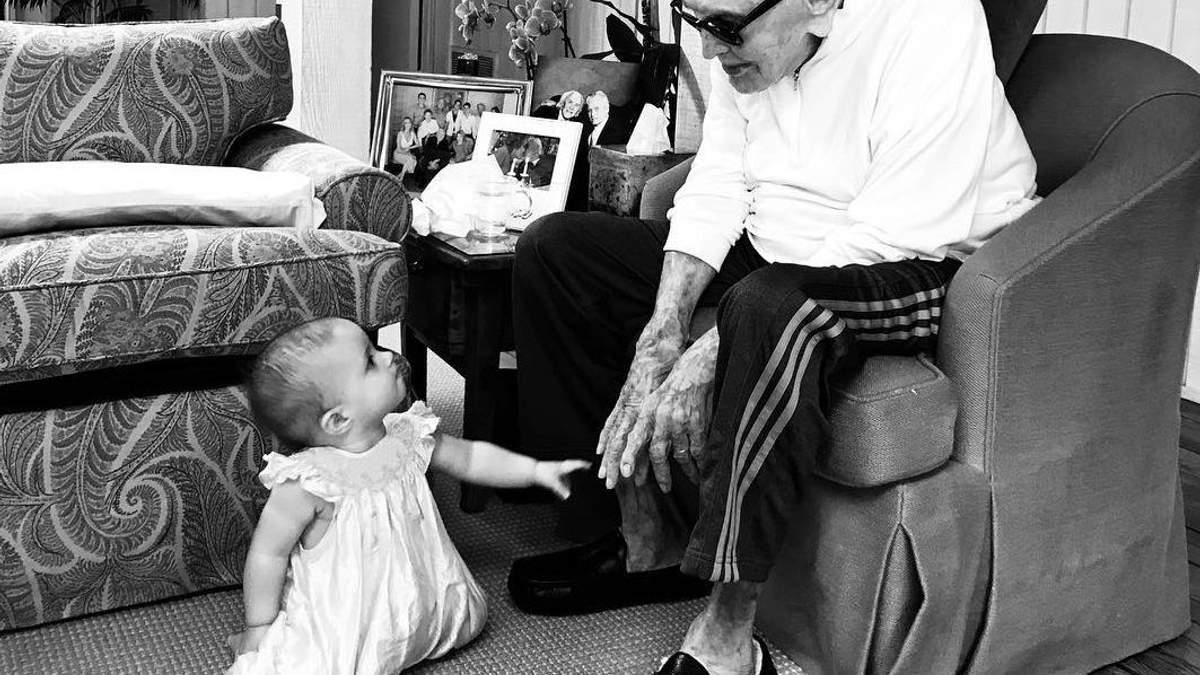 Кірк Дуглас з внучкою