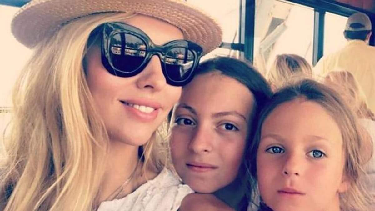 Оля Полякова з дочками