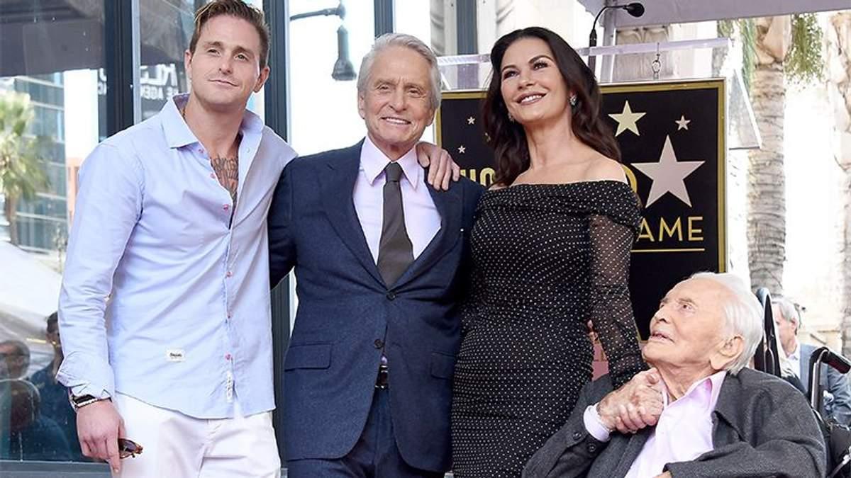 Майкл Дуглас з родиною на Алеї слави