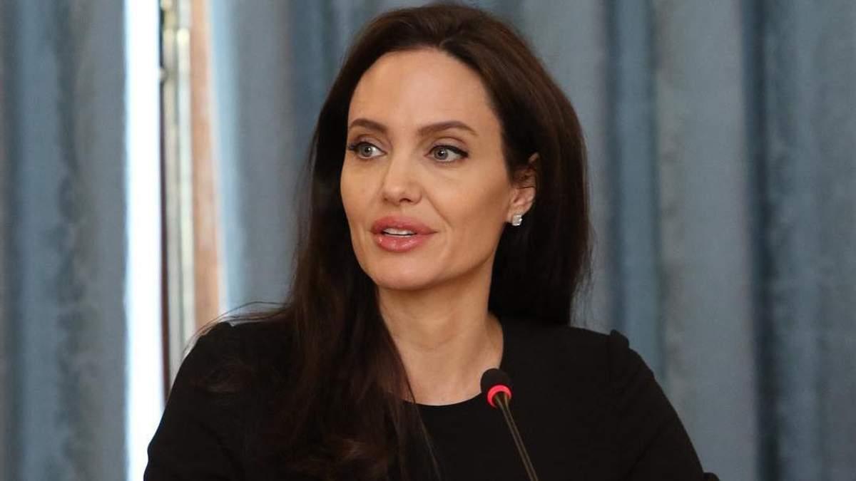 Брат Анджелины Джоли неожиданно подставил сестру: интригующие детали