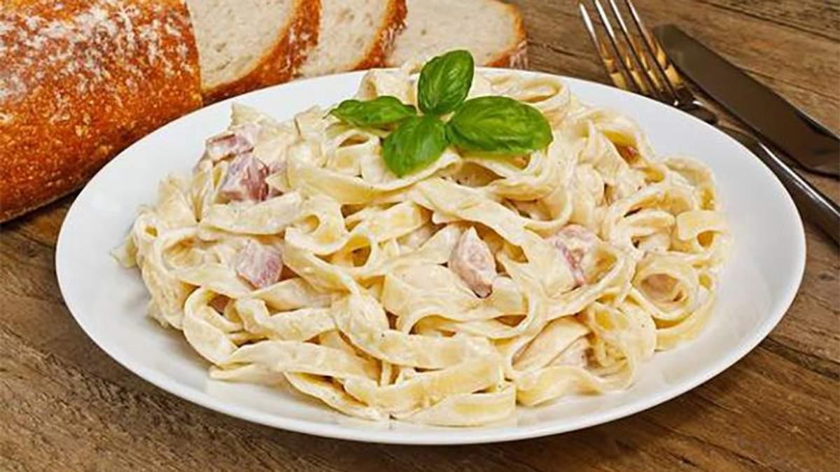 Як приготувати пасту карбонара з куркою: рецепт італійської страви