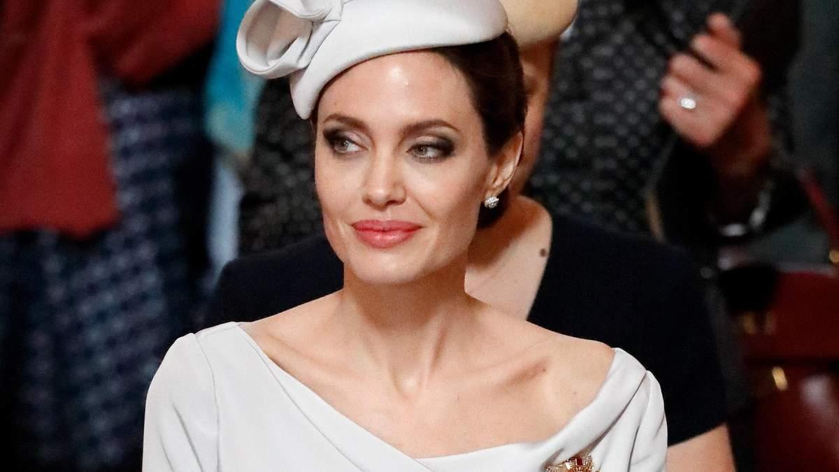 Взялася за дітей: Анджеліна Джолі сказала своєму сину, що Бред Пітт був проти його всиновлення
