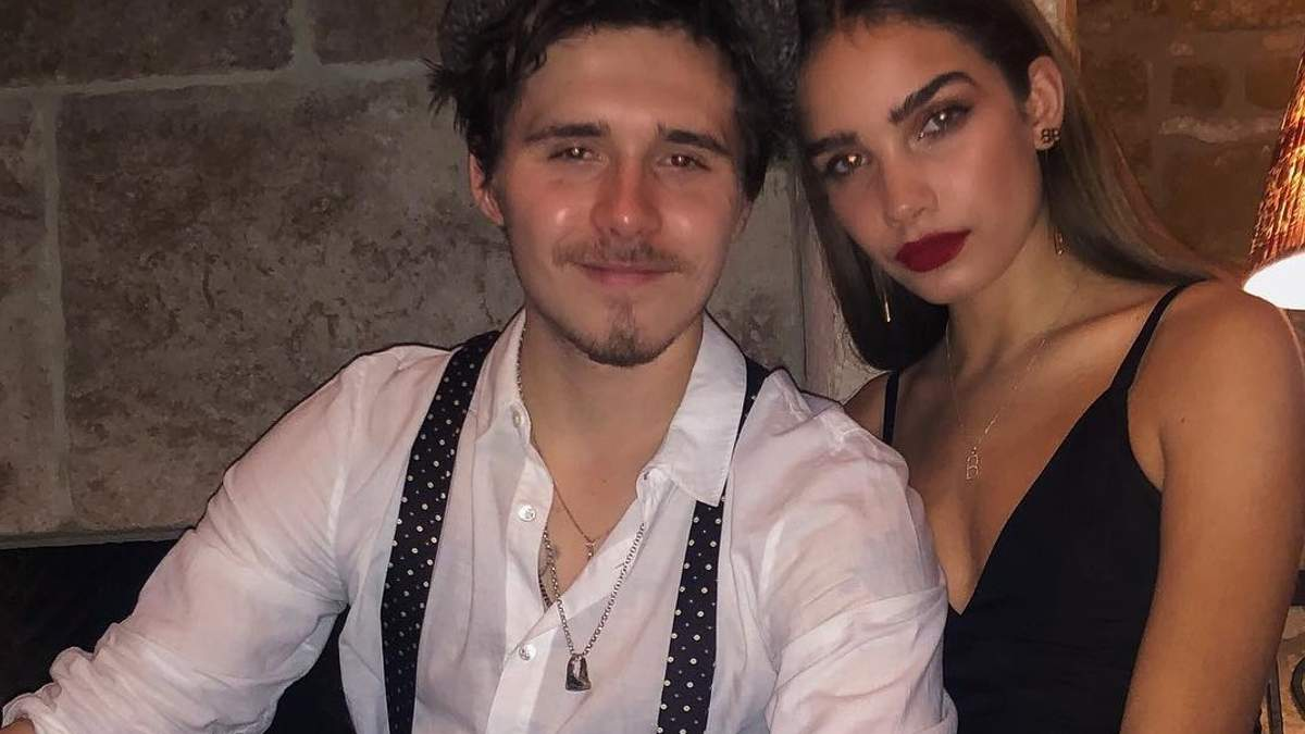Бруклин Бекхэм отпраздновал Новый год с новой девушкой и семьей: фото