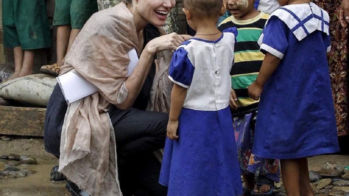 Анджеліна Джолі зустрілася з біженцями у Бангладеші: фото