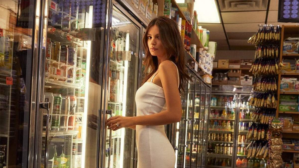 Емілі Ратажковсі у сексапільній рекламі