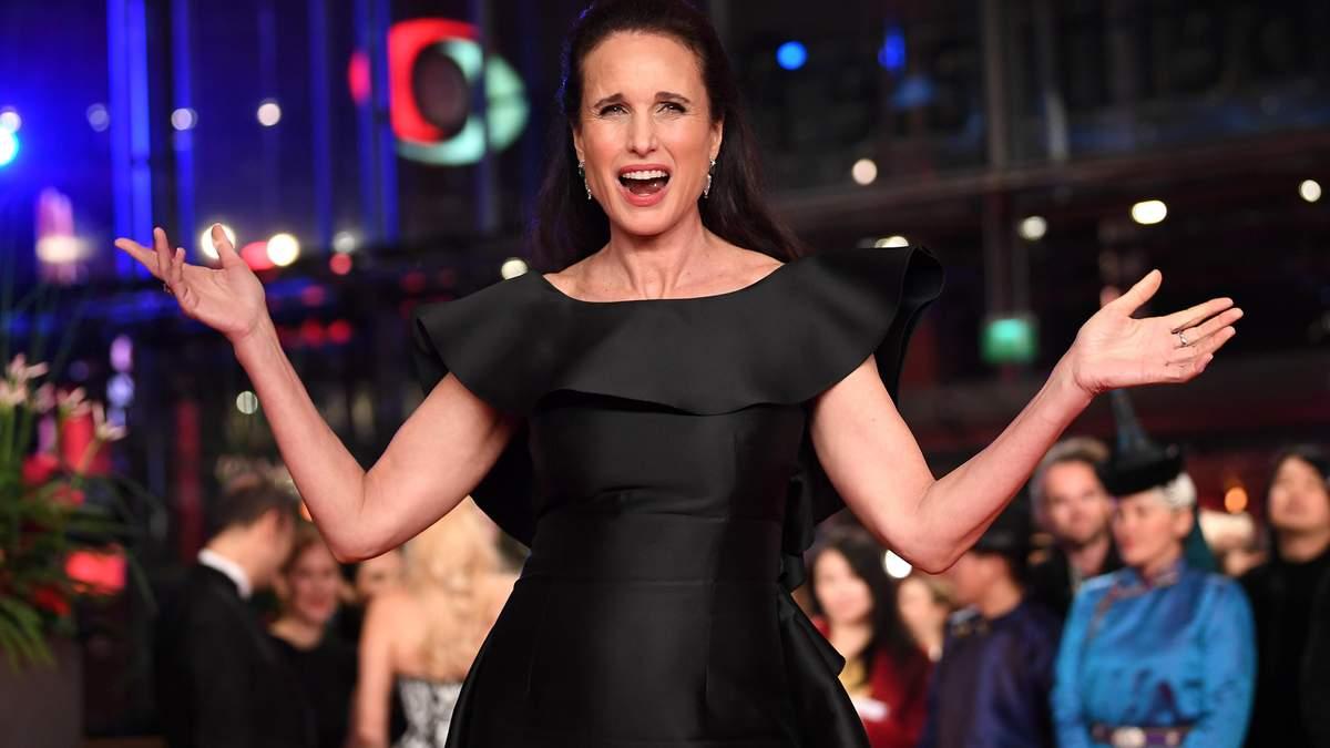 Найстильніші чорні сукні: топ-5 виходів на червоній доріжці кінофестивалю Берлінале-2019