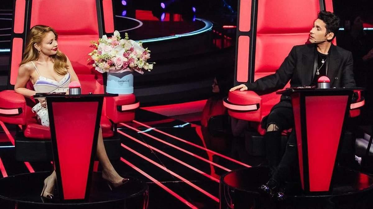 """Тіна Кароль отримала розкішний букет квітів від Дана Балана на """"Голосі країни 9"""": відео"""