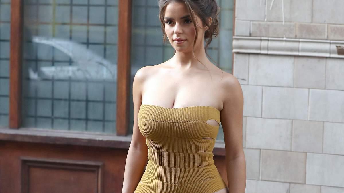 Демі Роуз похизувалася пишними формами в обтислій сукні: фото
