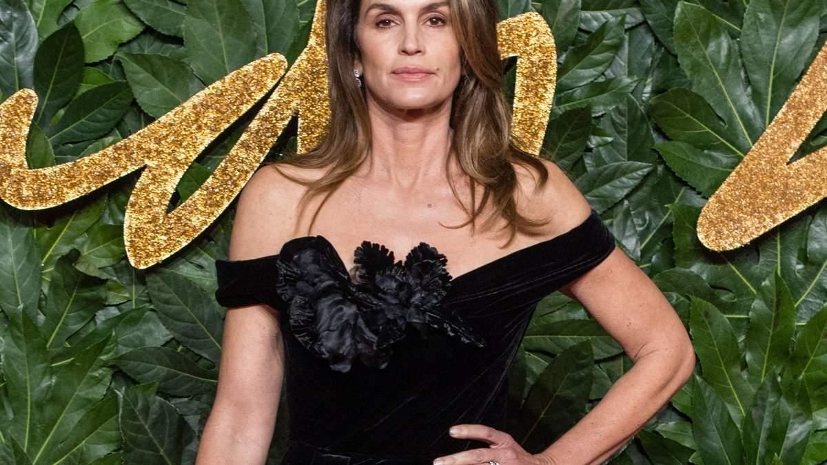 52-річна Сінді Кроуфорд оголилася для пікантного фото