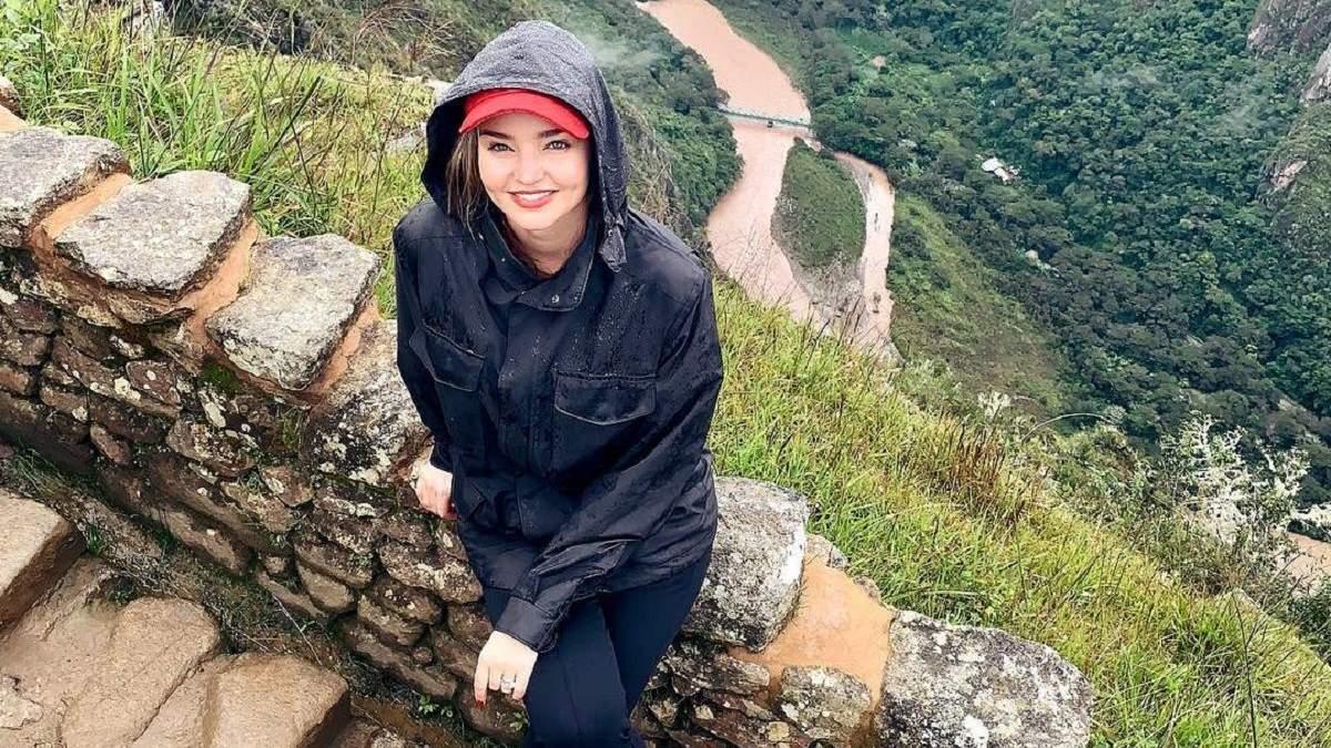 Міранда Керр з чоловіком відпочиває у Перу: колоритні фото