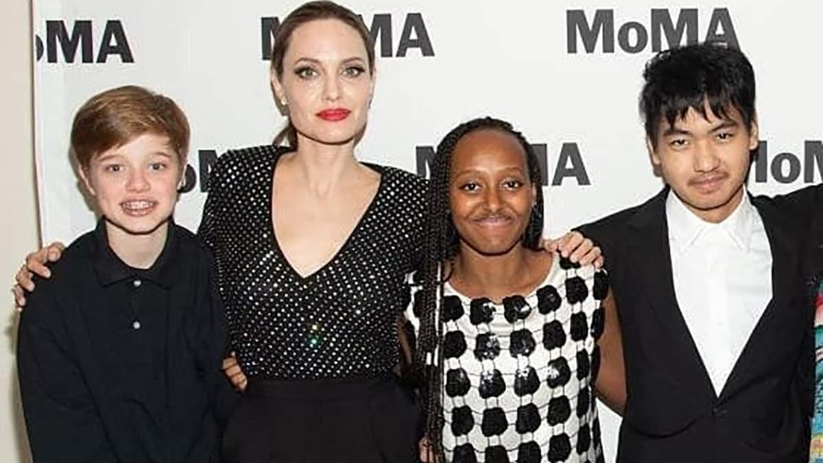 Анджеліна Джолі з доньками Шайло і Захарою та сином Меддоксом