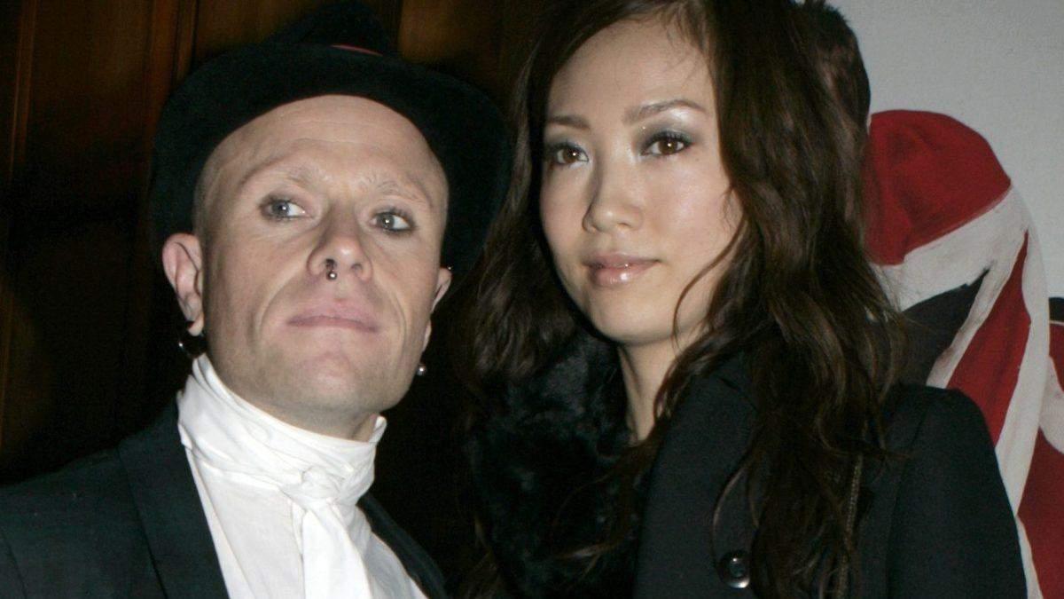 Кіт Флінт з екс-дружиною Маюмі Кай