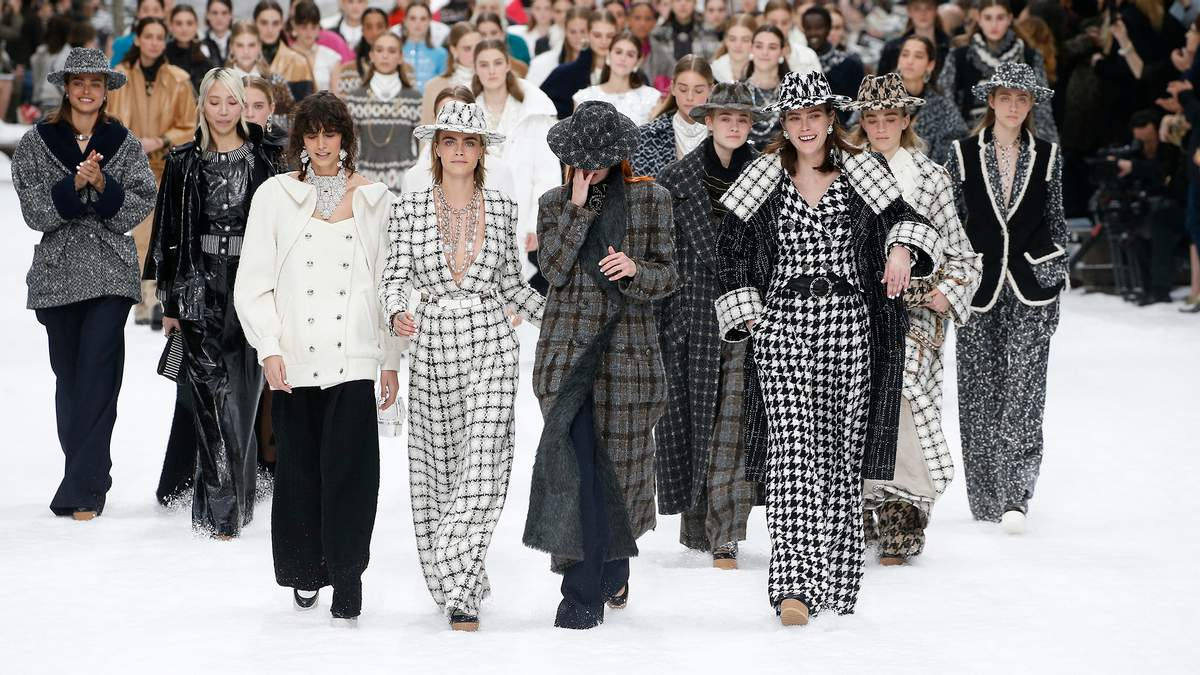Показ Chanel у Парижі