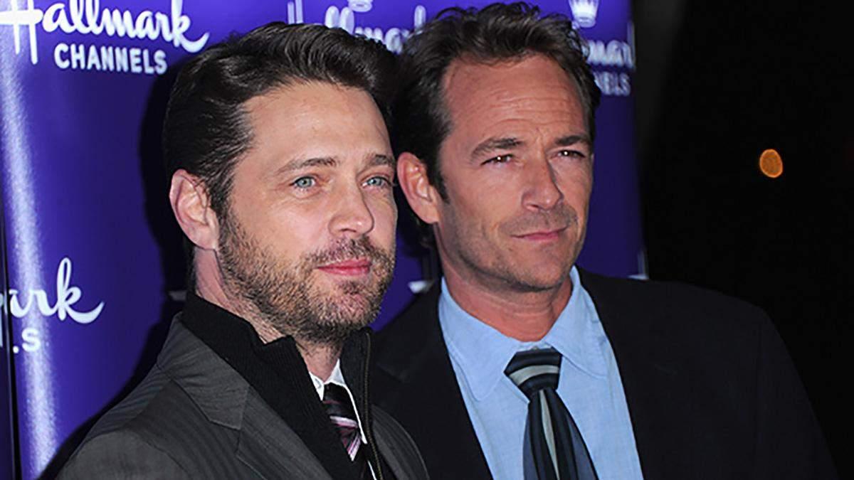 """Він згас занадто рано, – зірка """"Беверлі-Хіллз, 90210"""" прокоментував смерть Люка Перрі"""